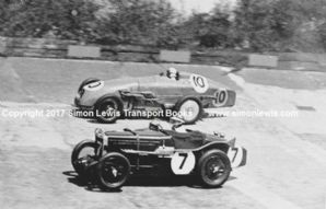 MG Magic Midget (Eyston/Denly) & MG Magnette (Watson/Elwes) at Brooklands 1933 500